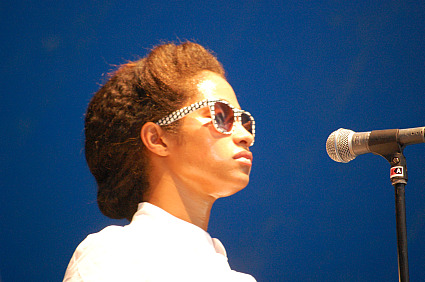 santigold background singer